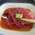 蕎麦切り屋 - 「ホホ肉刺」を山葵醤油で