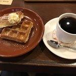 喫茶ドニエ - 自家製ワッフルモーニング450円(税込)