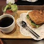 喫茶ドニエ - ハムとチーズのクロワッサンサンド550円(税込)