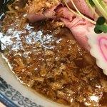 中華そば 四つ葉 - 気まぐれ限定「金笛醤油の中華そば」900円の揚げネギ
