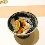 鮨 ゆきむら - わたりがにを茹でほぐしたものとその卵。しっとり。
