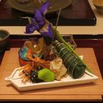 銀座 喰い切りひら山 - 八寸 筍木の芽和え 穴子粽寿司 蕗景当座煮 巻海老頭 確井えんどう