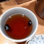 日本橋 天丼 金子半之助 - 黒豆茶