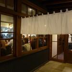 博多屋台 - 昭和の明かり。
