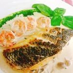 ペペロンチーノ - 黒鯛の天火焼き小エビ入り茸クリームソース