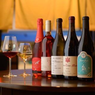 豊富な品揃えの日本ワイン、和酒にこだわっています