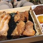 たかべん - 料理写真:鶏めし弁当 800円。