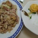 丸玉食堂 - 豚足、イカ団子(3個くらい食べた後です。)