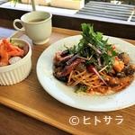 エコトコファーマーズカフェ - 所沢牛ソーセージと季節野菜がたっぷり入った エコトコ特製ナポリタン
