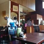 レストラン やましろ - 店内の風景。