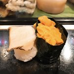 寿し 新月 - 地元・由良(洲本)産のウニ。そして、アワビ。ちなみに、由良産のウニはごく一般的な保存料「ミョウバン」を使っていないという非常に貴重、かつ日本で最も美味しいと言われているウニです。