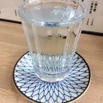 大衆酒場 五の五 - 純米酒「五の五」380円也。