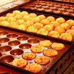 鉄人の味 たこ金 - 料理写真:ステキなたこ焼きのヤキヤキシーン。