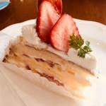 ラトリエ モトゾー - 苺のケーキ