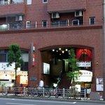 宝石 - お店の概観です。 このGSハイムの2階がお店なんですよ。 消防署の向いなので行き過ぎる事は無いと思います。 消防署の正式名は、大阪市消防局中央消防署です。 中央消防署で覚えておけば、タクシーでも、カー