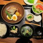 イッスイカシワ - 角煮ランチ¥1600安い!