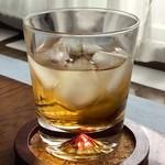 """澤田酒造 - ドリンク写真:梅酒、久々に飲んだ。氷が""""冷蔵庫冷蔵庫""""していて悲しいが。"""