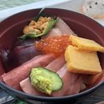 マグロ卸のマグロ丼の店 - ウニがのった特選丼S 1,700円