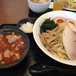 盛来軒 - 料理写真:辛味しょう油つけ麺(¥930)+特盛(¥200)