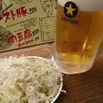 アメリカ - お通しの塩ダレキャベツと生ビールアメリカ