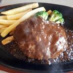 肉の万世  - デミグラスソースハンバーグ熱々。