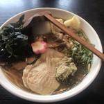秋田ラーメン はま - 特製醤油ラーメン  海苔、ワカメとっぴんぐ