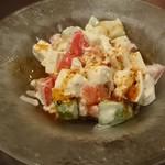 紅虎餃子房 - アボカドトマト豆腐サラダ