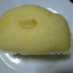 85020076 - 蒸しパンバナナ(114円+税)