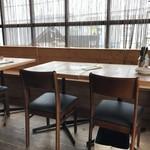 ヴェニーテ - こちらはテーブル席、今日は予約で埋まっていました(2018.4.30)
