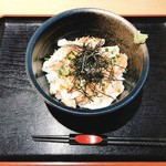 田村屋本店 - 料理写真:軍鶏の炙り刺し丼・ご飯少な目