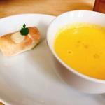 フード カルチャル ラボラトリー カゼ - 風プレートのスープと前菜
