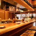 串天ぷら 段々屋 - 古民家の資材を使った店内