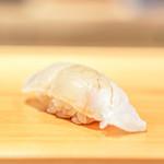 鮨 あらい - 平目の昆布締め