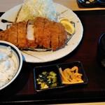 かつ久 - 熟成厚切りロースカツ定食(アレンジバー付き)¥1390(税抜)