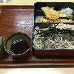 85029683 - 「天ざる」大盛                       蕎麦は大盛にしては少なめ                       天ぷらの揚がり具合がいま一つ