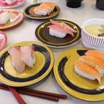 はま寿司 - ヒラマサ、サーモン3種盛。