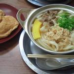85033568 - 鍋焼きうどん(550円)+いなり寿司2個(260円)