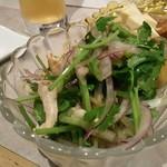 燻製バル けむパー - パクチーと鶏ハムのエスニックサラダ