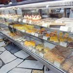 近江屋洋菓子店 - どこか懐かしいショーケース❤