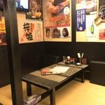 高岡大衆酒場 - こういう座敷が落ち着けます。