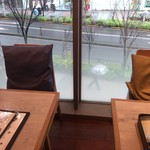 85038039 - 窓際の席♪座席の色が違う!!
