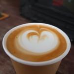 エヌプラスコーヒー - カフェラテアップ