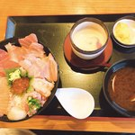 まぐろ堂 - 料理写真:海鮮丼 本マグロ入