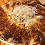 濱松たんと - 同店の看板商品、たんと餃子。パリッとした焼き目も美味な一品です。