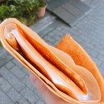 ラ クレープリー - レアチーズ(450円)+ナッツトッピング(50円)  上から
