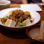 いしがまや ハンバーグ - 京とうふの金胡麻サラダ(580円)