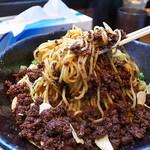 汁なし担々麺 階杉 - 先ずは箸ベタにして混ぜ返し