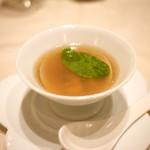 中国料理 礼華 四君子草 - 焼き春菊と地蛤の金華ハムスープ