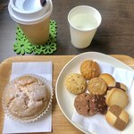 マエストロ - 料理写真:新マエストロセット¥580(プレミアムシュー+焼きたてクッキー+お好きなドリンクのコーヒー)