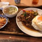 85056691 - トムヤムクン本店(鶏肉バジル炒めご飯セット)